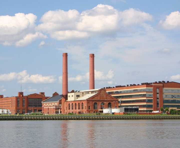 Navy Yard Power Plant on the Anacostia. Photo credit: Douglas Litchfield / Shutterstock