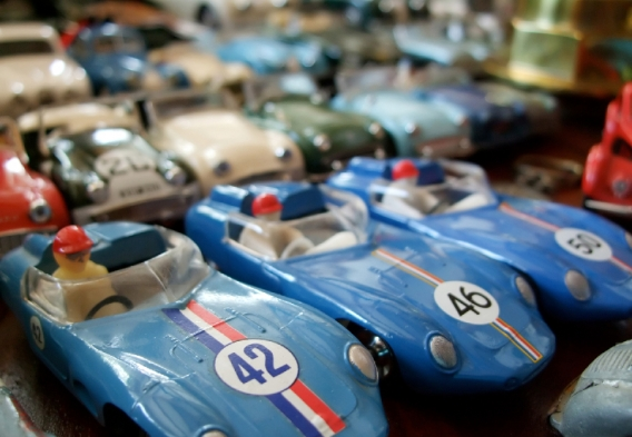 toy racing cars, photo: istock, Bruno Monteny
