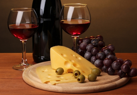 Wine and food / photo: shutterstock, Africa Studio