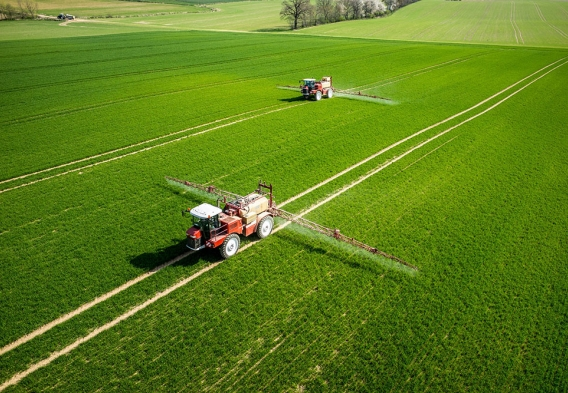 pesticide being applied to fields. photo: shutterstock, Stockr